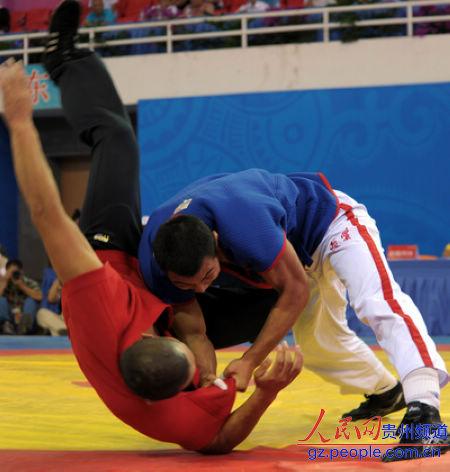 民族式摔跤竞赛瞬间