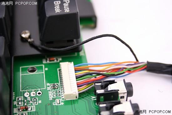 因为要承担音频信号,键盘控制信号以及usb hub的数据传输,因此我们