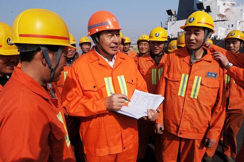 青岛港:推动蓝色经济区建设的强港