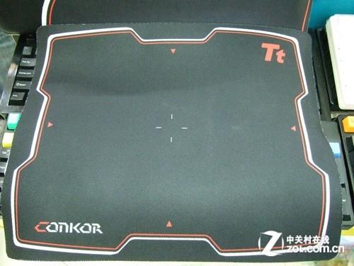 tt esports竞速者为细面设计细面的鼠标垫采用丝绸布料化合物构成
