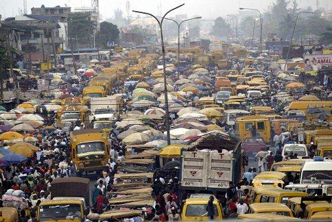 尼日利亚首都拉各斯.拉各斯有人口近1000万.未来有可能超过开罗-