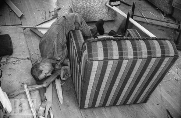 1955年,在一次核试验当中,测试方还在房屋内放置了家具以及假人模型等物体。