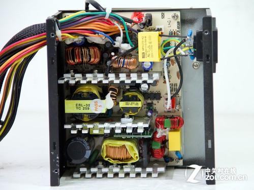 上图中的变压器,最大的为12v主变压器