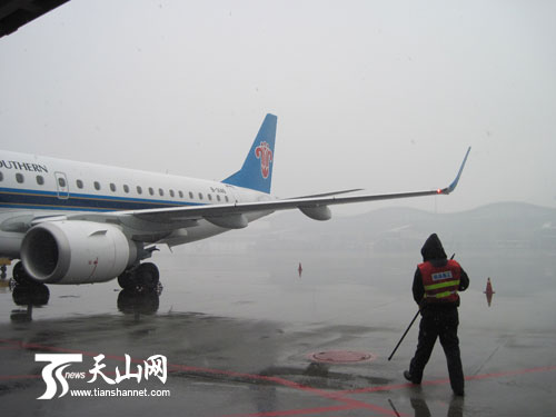 乌鲁木齐大雪机场能见度低