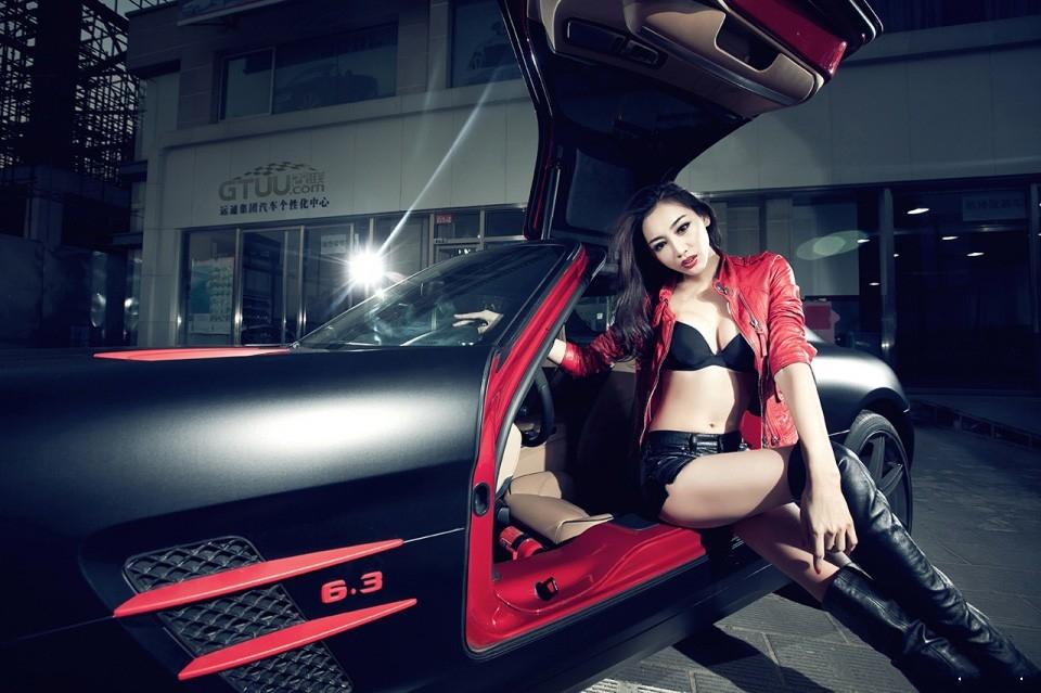 性感车模斗艳黑色奔驰sls 汽车频道高清图片