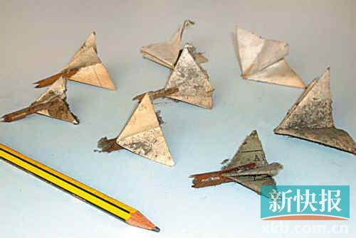 小时候在校园里折纸飞机玩