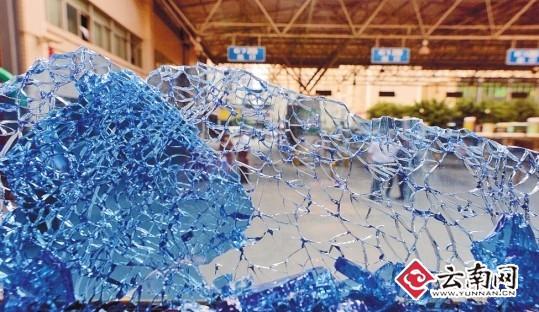 昆明公交安装爆玻器 一秒内可击碎车窗玻璃