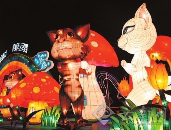 国庆来临之际,玉溪市红塔区聂耳文化广场的83组彩灯为玉溪人织出一个流光溢彩的梦幻景致。
