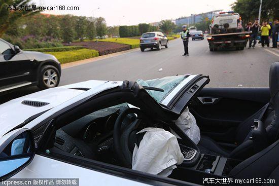 单方肇事事故_昆明市交警七大队交警称,目前确定这是一起单方肇事车祸,事故还在