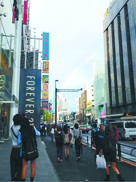 穆先生在东京街头所摄的照片