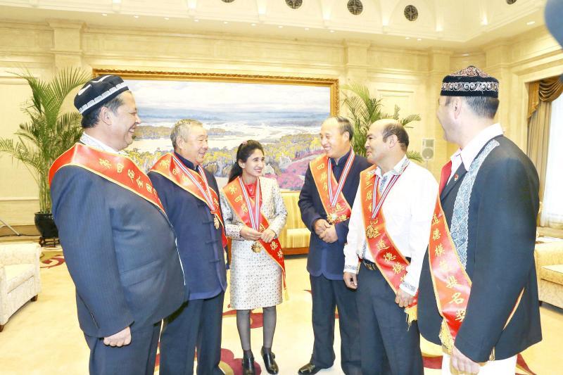"""乌鲁木齐市在红山网开设""""争做最美乌鲁木齐人"""""""