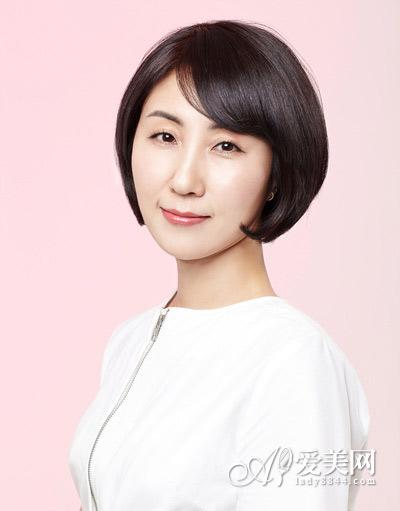 这款波波头短发烫发发型更适合30+的成熟优雅女性