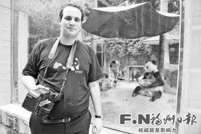 动物园)网站的创办者,满世界看熊猫的29岁比利时人