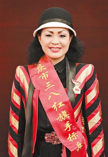 重慶市三八紅旂手標兵鄧曉琴。