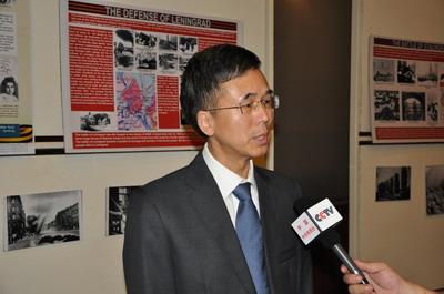 驻缅甸大使杨厚兰出席二战胜利70周年图片展