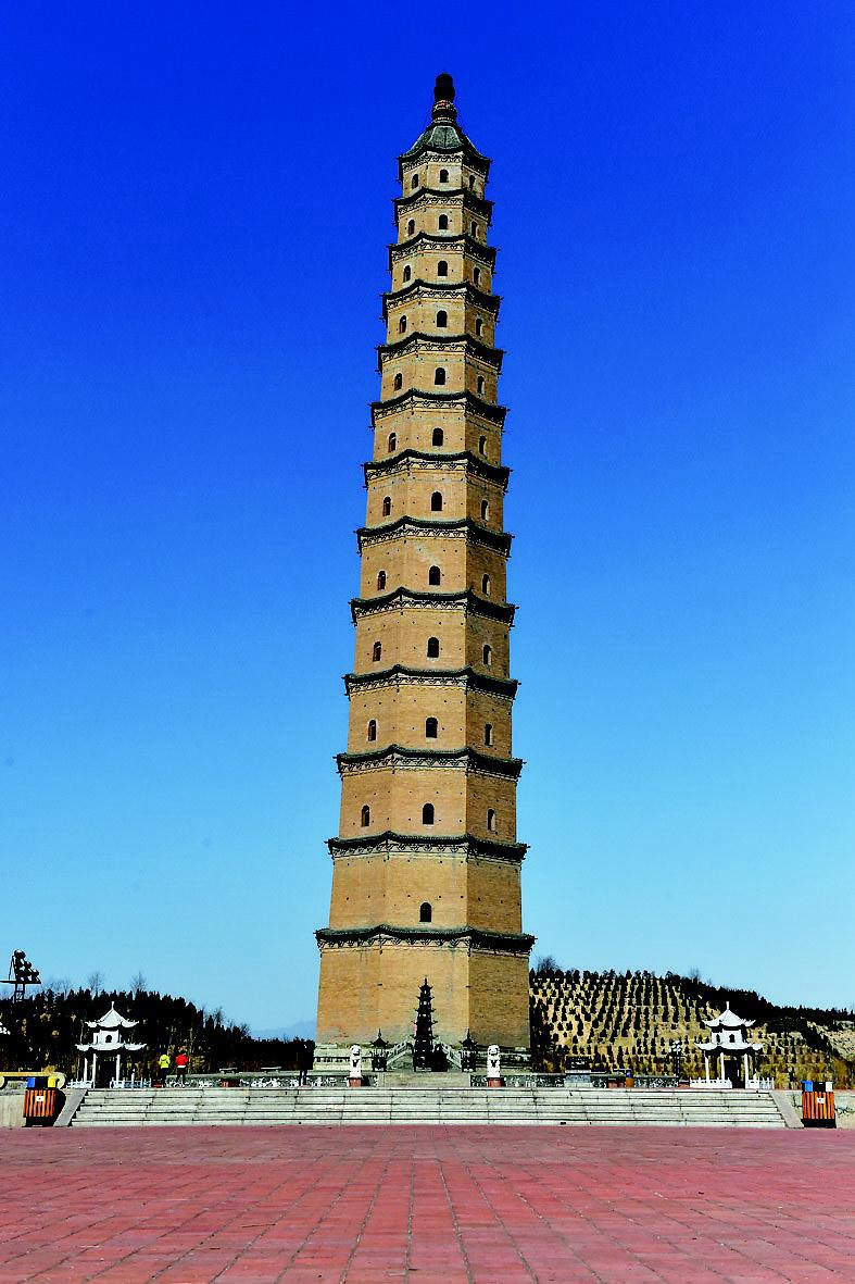 省汾阳市城东的汾阳文峰塔